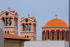与教会和他们的元素的都市风景 库存照片