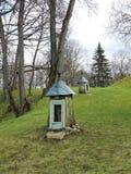 与教堂,立陶宛的小山 免版税库存图片
