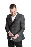 与数字式片剂的年轻商人 免版税库存图片