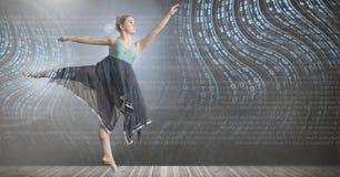 与数字技术接口的舞蹈家跳舞 库存照片