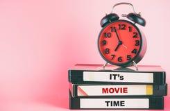 与文本的电影放映时间lable在录影和时钟 库存图片