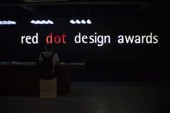 与文本的陈列在红色小点设计博物馆里面 免版税库存图片