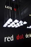 与文本的陈列在红色小点设计博物馆里面 免版税图库摄影