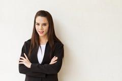 与文本空间的确信和聪明的女性商业主管 免版税库存图片