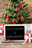 与文本Weihnachten的五颜六色的树意味圣诞节 免版税库存图片
