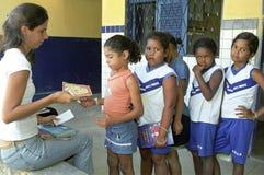 与文盲作战通过流动图书馆,巴西 免版税图库摄影