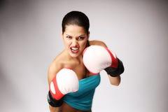 与新的妇女的美丽的拳击手套 免版税库存照片