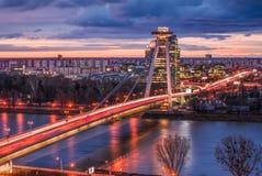 与新的桥梁的布拉索夫都市风景在日出 免版税库存照片