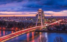 与新的桥梁的布拉索夫都市风景在日出 图库摄影