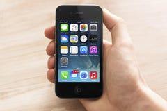 与新的ios 7的Iphone 免版税库存图片