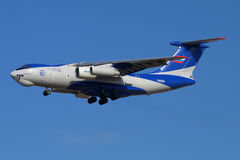 与新的PD-14引擎着陆的伊柳申IL-76LL 76529飞行的试验床在Zhukovsky - Ramenskoe机场 图库摄影