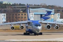 与新的PD-14引擎着陆的伊柳申IL-76LL 76529飞行的试验床在Zhukovsky - Ramenskoe机场 库存照片