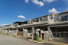 与新的stype大阳台房子的一个新的被开发的区域 免版税库存照片
