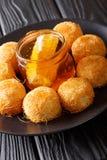 与新蜂蜜关闭的可口中东kanafeh酥皮点心 库存照片