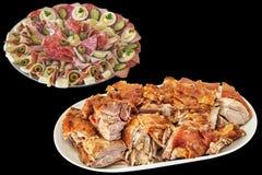 与新近地的美味开胃菜盘吐在黑背景隔绝的烤猪肉肩膀切片 免版税库存图片