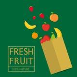 与新鲜的健康产物的纸包裹 新鲜水果100%自然 免版税库存照片
