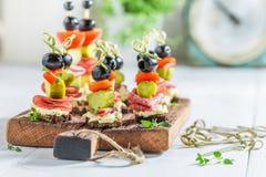 与新鲜的成份的鲜美各种各样的开胃菜党的 库存图片