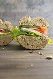 与新鲜的成份的素食三明治 免版税库存照片