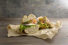 与新鲜的成份的素食三明治 免版税库存图片