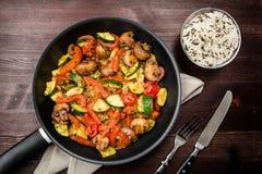与新鲜蔬菜的油煎的菜没有肉 库存照片
