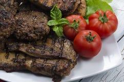 与新鲜蔬菜的烤肉肉 免版税库存照片