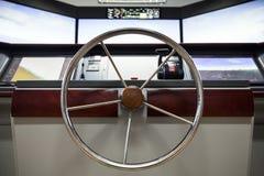 与方向盘的现代船控制板 库存照片