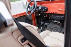 与方向盘的红色汽车内部 免版税库存图片