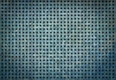 与方孔的穿孔的金属背景 蓝色钢纹理 免版税库存照片