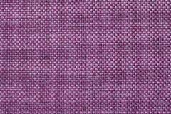 与方格的样式,特写镜头的洋红色纺织品背景 织品宏指令的结构 免版税库存照片
