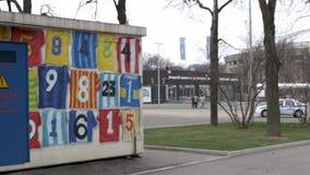 与旗子和动画片的街道画 影视素材