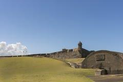与旗子和地堡的东北监视塔 免版税库存图片
