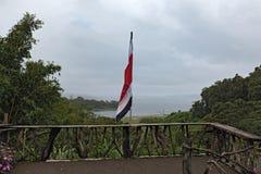 与旗子的观点在湖阿雷纳尔,哥斯达黎加 免版税图库摄影