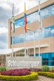 与旗杆的施伦贝格尔室外标志 免版税库存照片