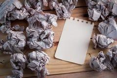 与无用的纸球新的想法概念图象的白纸 JPG 库存照片