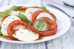 与无盐干酪和Balasimco选矿的蕃茄 免版税图库摄影