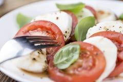 与无盐干酪和Balasimco选矿的蕃茄 免版税库存图片
