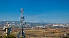 与无线电铁塔的风景 免版税库存照片