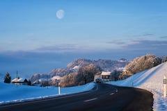 与日出的月亮 图库摄影