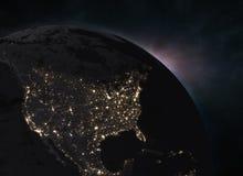 与日出的行星地球在空间-北美 免版税库存图片