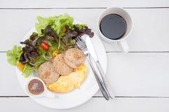 与日本式芝麻选矿和鸡saus的新鲜的沙拉 免版税库存图片