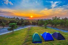 与日落和蓝天的美好的风景 免版税库存照片