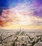 与日落天空的巴黎,法国地平线 埃佛尔铁塔 库存图片