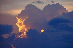 与日落的云彩 库存图片