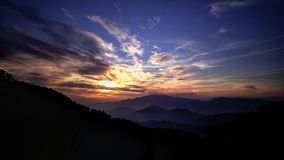 与日落的山 免版税图库摄影