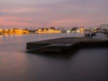与日落的旧港口 免版税库存图片