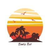 与日落的热带棕榈树海岛剪影 免版税库存图片
