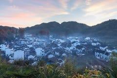 与早晨焕发的美好的shicheng村庄风景 免版税库存照片