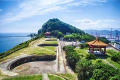 与早晨蓝色明亮的天空,射击的Baimiweng堡垒在中正区,基隆,台湾 免版税库存照片