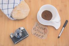 与早餐的表为父亲` s天 免版税库存图片