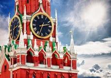 与时钟的Spasskaya塔。 俄国,红场,莫斯科 免版税库存照片